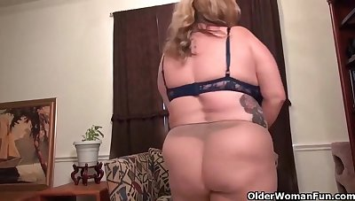 Big babes like to rub their wet pussies and show their boobs, while forwards of burnish apply camera
