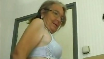 This four eyed granny loves homemade fuck and she gives some well-disposed head