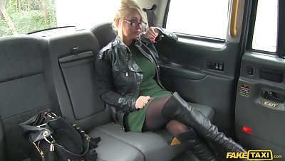 Taxi driver puts his massive dick in tight pussy of Mia Makepeace