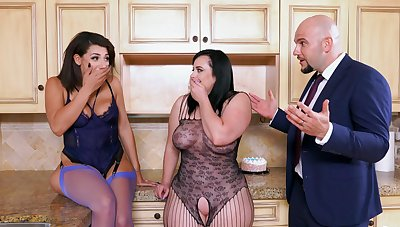 Sex thither the pantry for one chubby floosie and her curvy friend