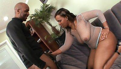 Black Penis Smashes Wife's Snatch - Amateur Sex