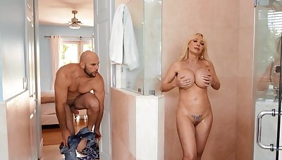 Curvy MILF Vicotira Lobov spreads legs in all directions be fucked by a stud